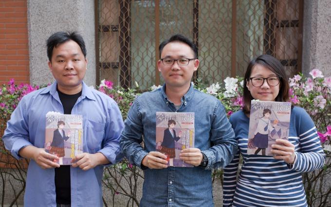 《臺南歷史地圖散步》團隊,由左至右分別為:編輯賴國峰、作者之一曾令毅、主編李佳卉。 攝影│林洵安