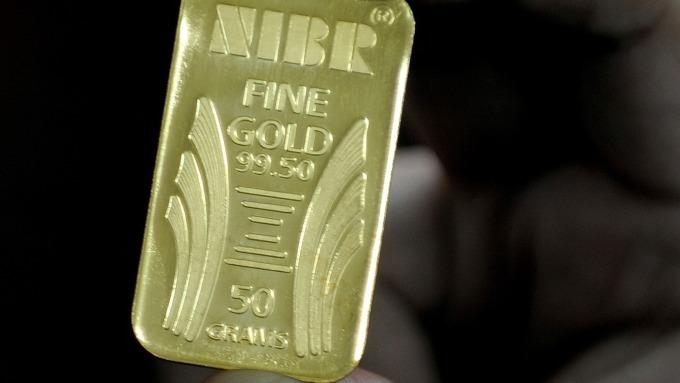 貴金屬盤後─預期Fed降息 黃金收高9.10美元 連七日上漲 (圖片:AFP)