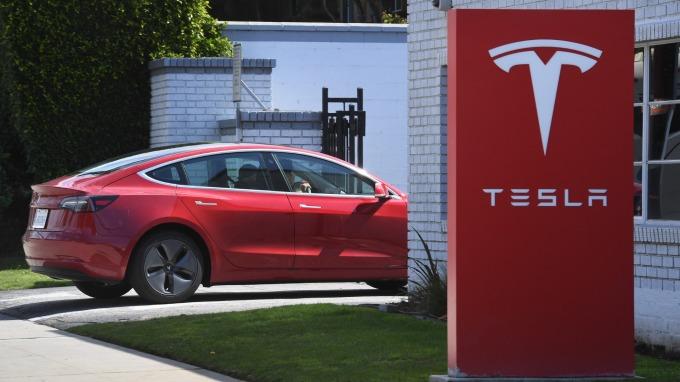 大摩:特斯拉價值遭低估 自動駕駛未來可期!(圖片:AFP)
