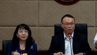 圖左為科長許琦雪,右為主秘蕭祈宏。(圖取自NCC YouTube)