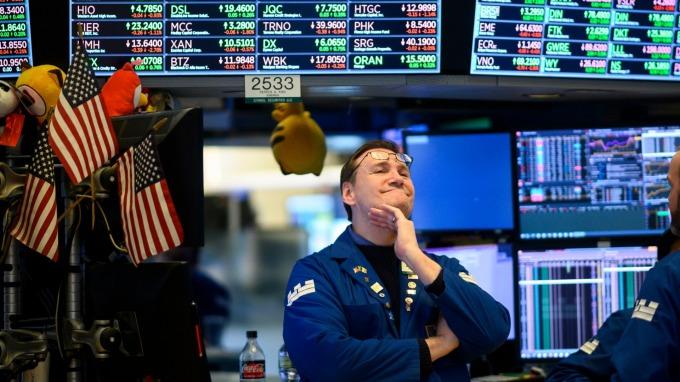 牛津經濟公司警告 美國經濟若遽然衰退 美股恐大跌三成 (圖片:AFP)