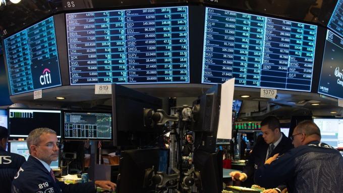 美股盤中─6月漲勢停止 道瓊下跌約70點 連二天走低 (圖片:AFP)