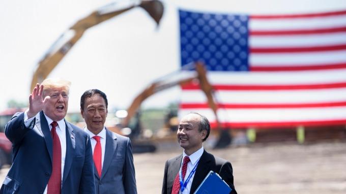 鴻海計畫明年威州廠投入面板量產,並擴大產線範圍。(圖片:AFP)