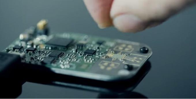由谷歌開發出以手勢控制的雷達晶片(圖片:谷歌ATAP團隊影片Welcome to Project Soli)