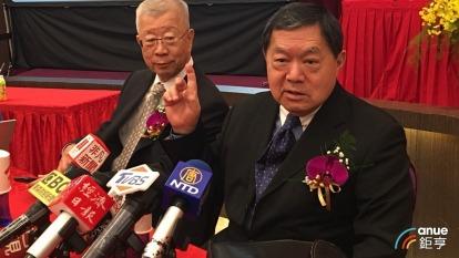 裕民董事長徐旭東(右)與總經理王書吉(左)。(鉅亨網記者王莞甯攝)