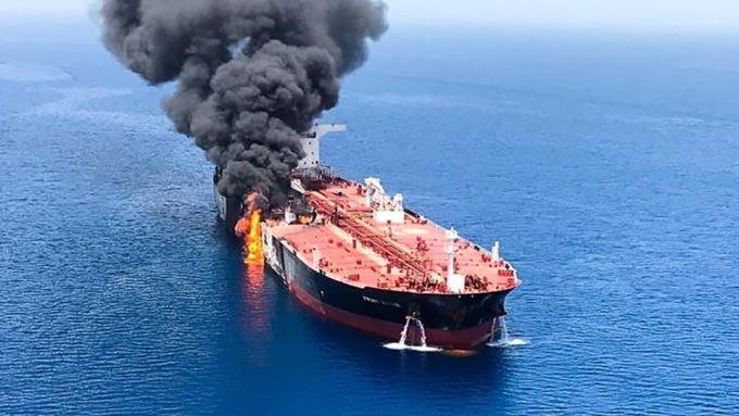 油輪遭攻擊  重燃油價漲勢 布蘭特原油可望上漲至每桶80美元 (圖片:AFP)