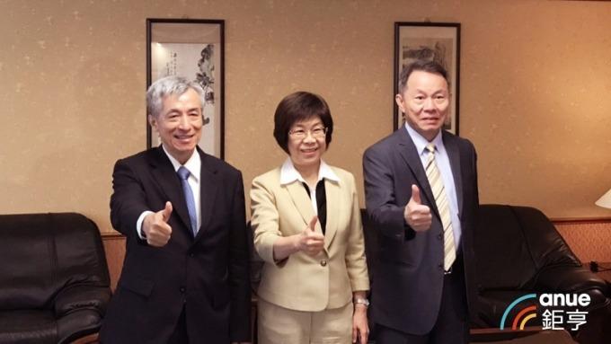 彰化銀行總經理黃瑞沐(左起)、董事長凌忠嫄、副總經理凃鴻堯。(鉅亨網記者陳蕙綾攝)