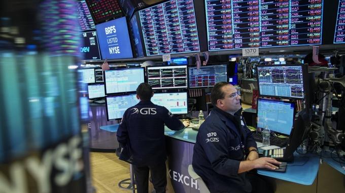 美股盤中─晶片股沉淪 中國數據令人失望 道瓊下跌逾110點 (圖片:AFP)