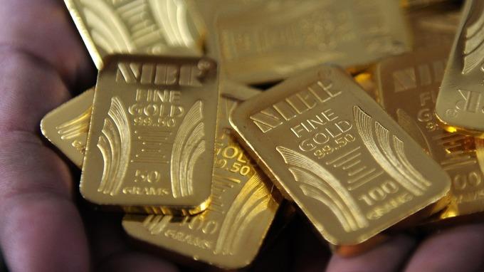 貴金屬盤後─黃金微幅收高 早場一度上漲至14個月高點 (圖片:AFP)