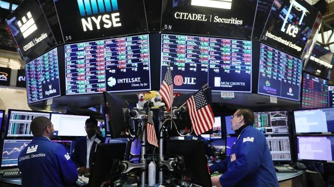 貿易戰懸而未決,下半年投資留意四大風險。(圖:AFP)