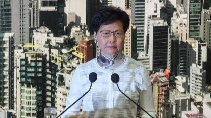 香港特首林鄭月娥宣布暫緩逃犯修例修訂(圖:AFP)