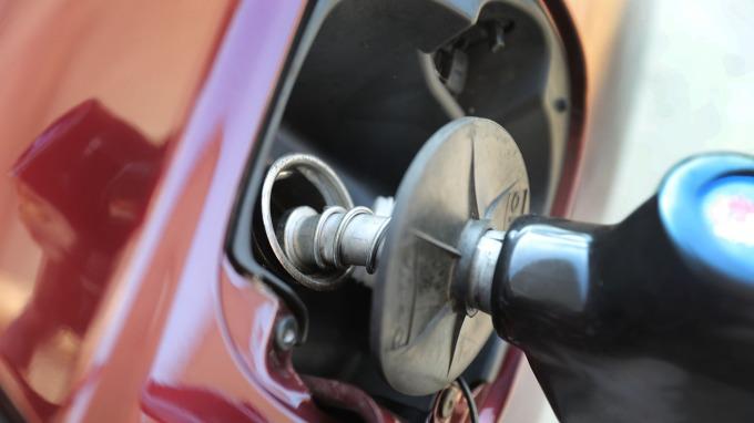 國內汽、柴油價格明日起各調漲0.1元。(圖:AFP)