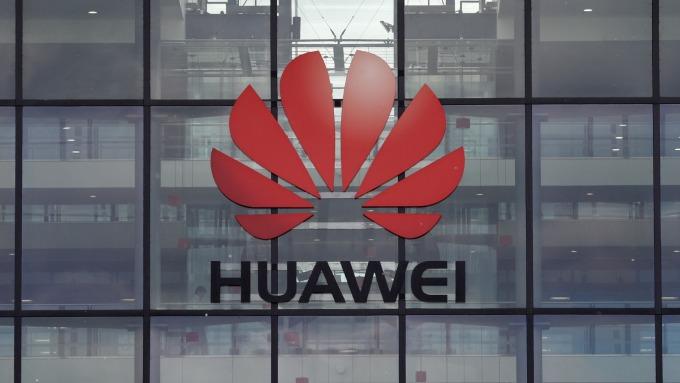 華為海外智慧型手機銷售估大跌40%至60%(圖片:AFP)