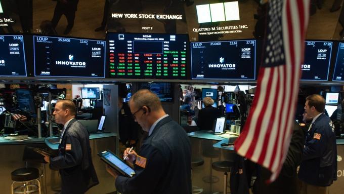 美股盤前─指數期貨微幅上揚 Fed政策會議前 投資人謹慎 (圖片:AFP)