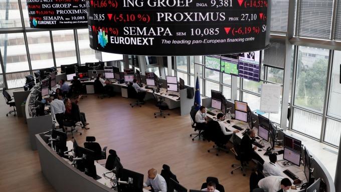 歐股盤後─泛歐指數微幅下滑 投資人等待Fed政策會議 (圖片:AFP)
