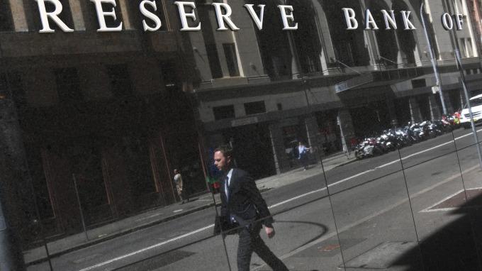 澳洲央行會議紀錄鴿派表態 澳幣下跌直逼10年低點(圖片:AFP)