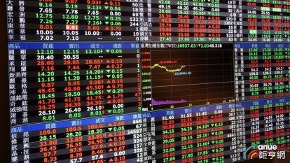 美中貿易戰拖累台股量能衰退,券商5月獲利月減近3成。(鉅亨網資料照)