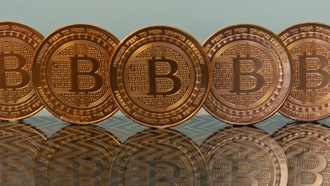 FOMO是啥?竟可能讓比特幣大漲至40000美元 (圖片:AFP)