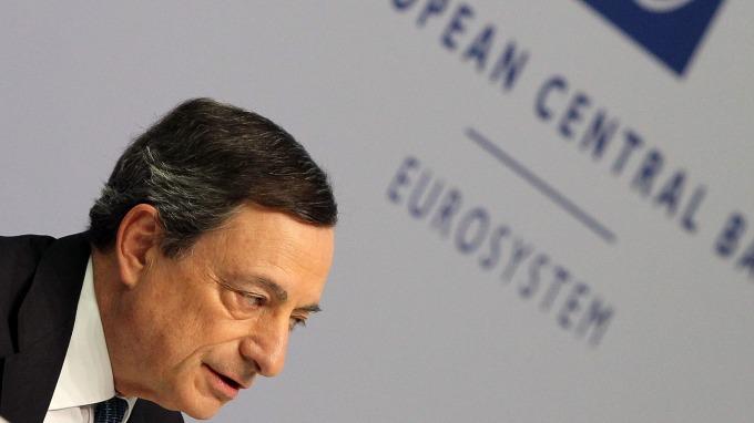 德拉吉反擊川普:我們不會鎖定匯率 (圖片:AFP)