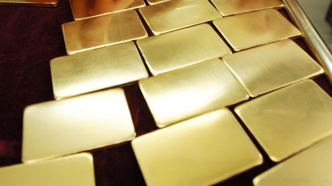 貴金屬盤後─德拉吉暗示降息 黃金收高7.80美元 創14個月收盤高點 (圖片:AFP)