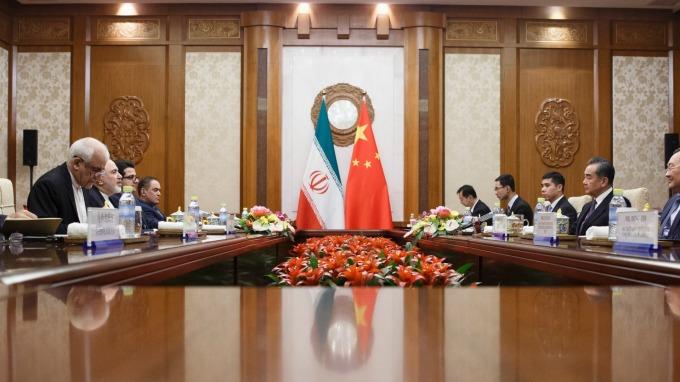 美國制裁伊朗 但中國仍偷偷跟伊朗買油 (圖片: AFP)