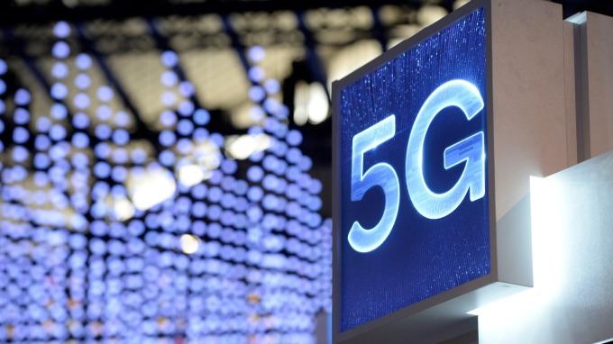 企業投資智慧機械、5G可抵減營所稅,立院三讀通過。(圖:AFP)