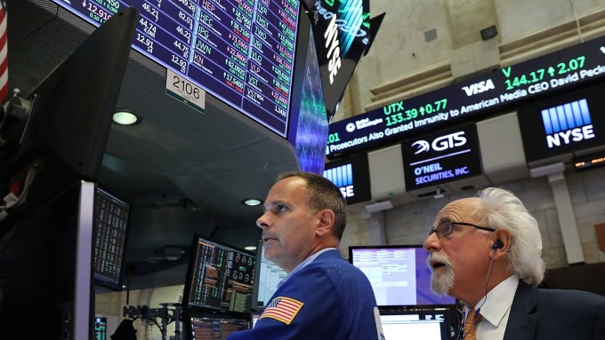 美股盤中─反彈漲勢停止 進行整理 等待Fed利率決議 (圖片:AFP)