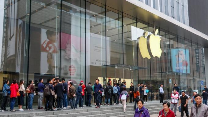 大摩:iPhone中國導入量5月份連續第五個月增加(圖片:AFP)