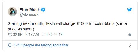 馬斯克在推文中表示黑色特斯拉將額外收取 1000 美元 (圖片:techcrunch)