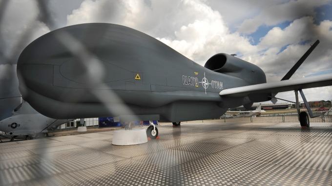 伊朗宣稱擊落美軍無人偵察機,該消息使油價應聲大漲。(圖片:AFP)