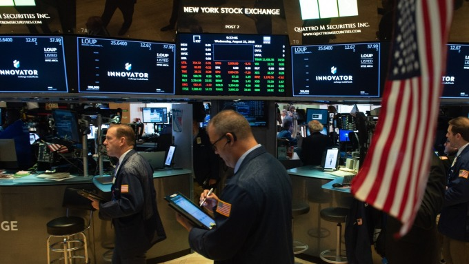 S&P 500測試3000點大關 富國銀行建議 獲利了結出場 (圖片:AFP)