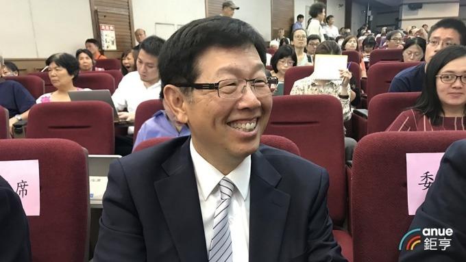鴻海半導體布局將朝向 IC 設計、製程設計發展,圖為鴻海新任董事長劉揚偉。(鉅亨網記者彭昱文攝)