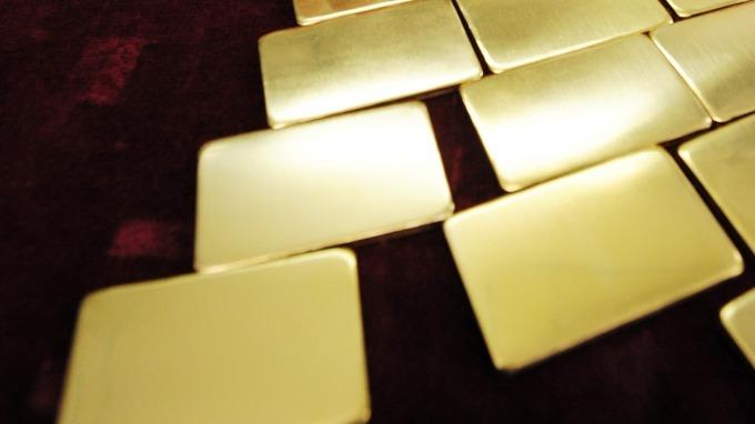 貴金屬盤後─黃金收高 突破1400美元 自2013年以來 首度站上該關卡 (圖片:AFP)