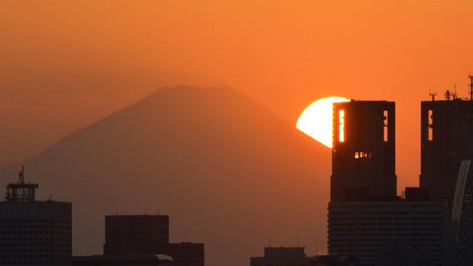 日本金融業吹裁員風、傳大型保險公司將精簡4000人。(圖片:AFP)