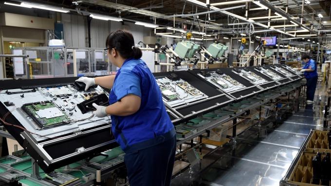 市場競爭激烈,謝勤益:面板廠今年仍具挑戰。(圖:AFP)