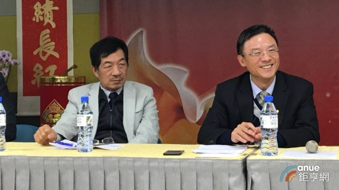 右起為董事長鈊象李柯柱、總經理江順成。(鉅亨網資料照)