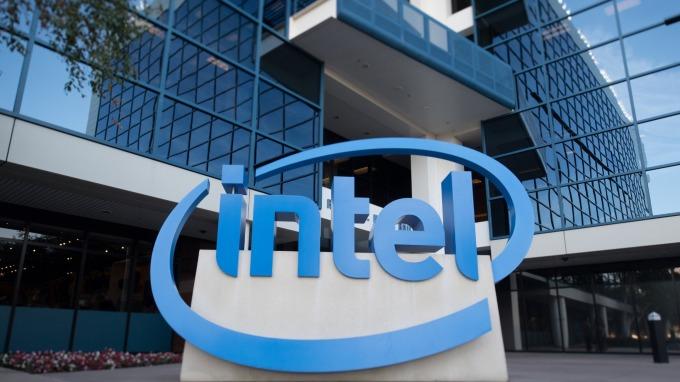 據傳英特爾將拍賣8500項行動通訊相關專利資產。(圖片:AFP)