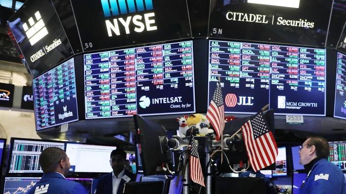 美股盤前─梅努欽說中美貿易協定完成90% 道瓊上漲逾100點 (圖片:AFP)