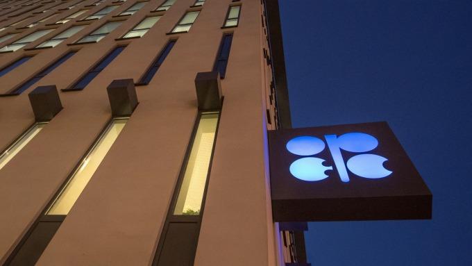 OPEC會議估計將延長減產協議至年底 但不致擴大減產額度(圖:AFP)