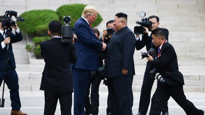 歷史第一!川普成為首位踏上北韓領土的美國總統
