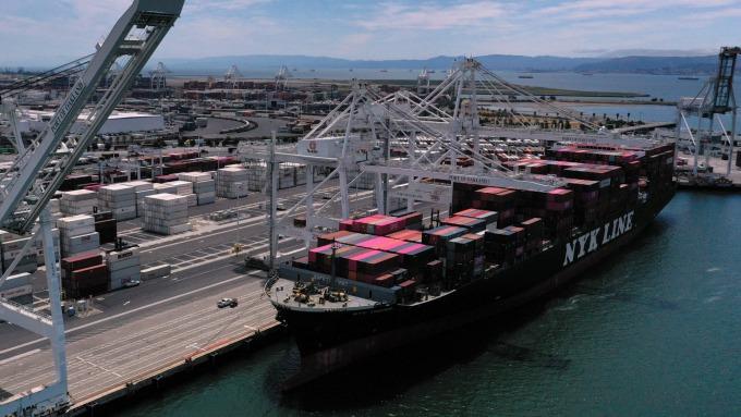 川普又失望了 美國5月貿易赤字大增8.4% 創今年新高 (圖片:AFP)