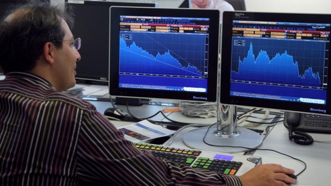 全球股市大漲 幾乎全靠77支大型股帶動(圖:AFP)