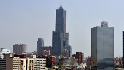 高雄地標 85 大樓內的君鴻酒店,今 (5) 日證實將歇業解散。(圖:AFP)