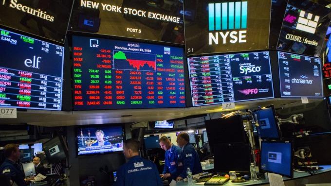 標普成份股頻頻示警 獲利衰退機率急升(圖:AFP)