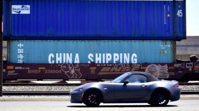 去年 7 月關稅戰開打後,美國對中國出口額隨即開始萎縮。(圖片:AFP)