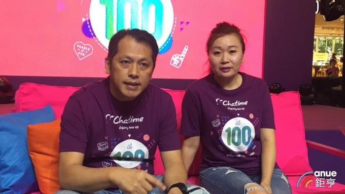 六角董事長王耀輝(左)和執行副總王麗玉(右)。(鉅亨網記者王莞甯攝)