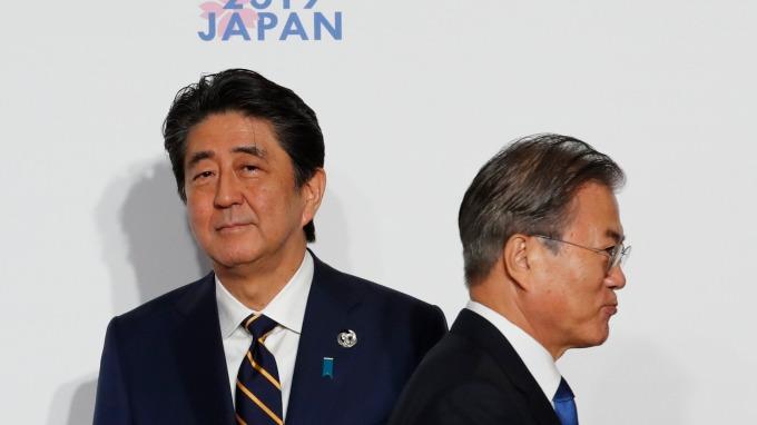 日、韓關係緊繃,恐釀貿易戰。(圖片:AFP)