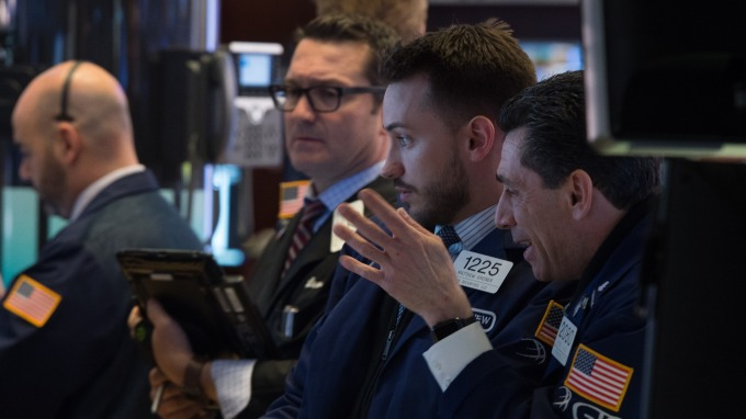 週一美股開盤,道瓊指數跌近160點。(圖片:AFP)