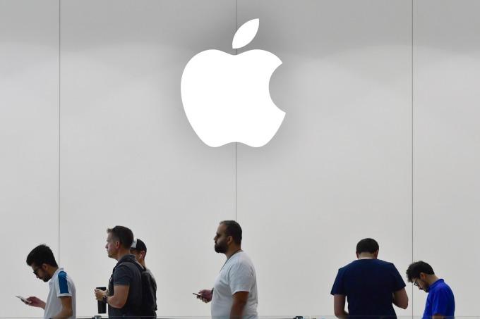 美國券商 Rosenblatt Securities 週一將蘋果股票評級修下調至「賣出 (Sell)」。(圖片:AFP)
