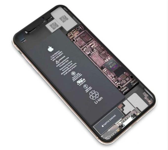 今年 iPhone 新機將全面配備更大電池(圖片:翻攝自 OnLeaks 與 9to5mac)